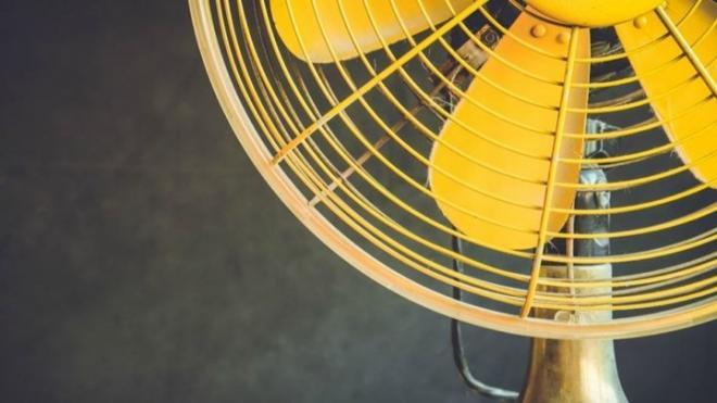 Το κόλπο που θα κάνει τον ανεμιστήρα σας να λειτουργεί σαν κλιματιστικό