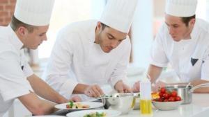 10 μυστικά που μόνο όσοι έχουν πάει σε σχολή μαγειρικής γνωρίζουν