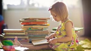 Πώς θα μεγαλώσετε ένα παιδί που αγαπάει τα βιβλία