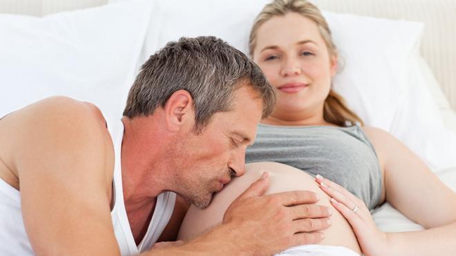 Τοκετός στο σπίτι: Πόσο πιο επικίνδυνος είναι σε σύγκριση με το μαιευτήριο