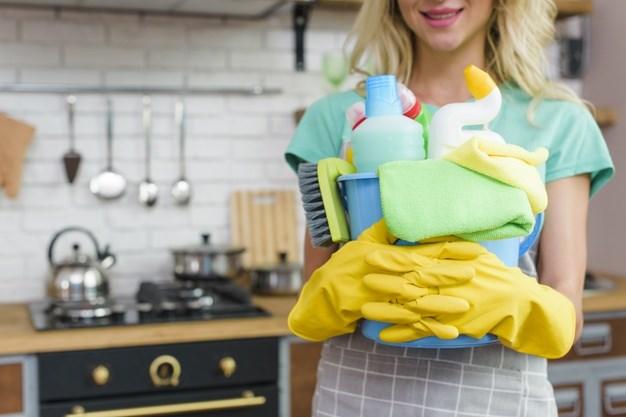 Read more about the article Πόσες θερμίδες καίμε κάνοντας δουλειές στο σπίτι;