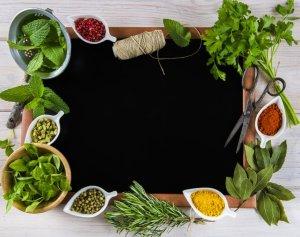 Αρωματικό λάδι με διάφορα βότανα και μπαχαρικά