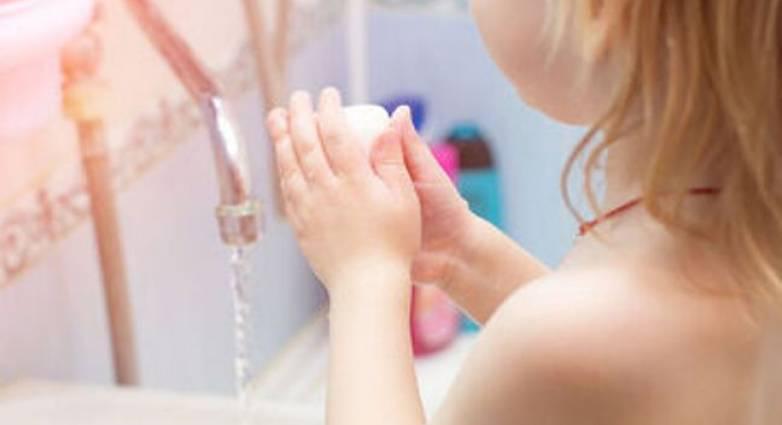 Μαθαίνουμε στα παιδιά να πλένουν τα χέρια τους
