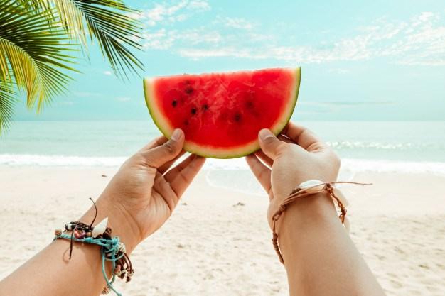 Πραγματικά, το καρπούζι μπορεί να καταπολεμήσει τις κηλίδες του προσώπου σας και να το ενυδατώσει, μέσω μιας φυσικής μάσκας ομορφιάς με βασικό συστατικό το συγκεκριμένο φρούτο