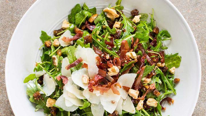 Λαχταριστή σαλάτα με καρύδια και παρμεζάνα.fiftififti.eu