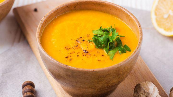 Σούπα με ψητά καρότα και ginger για να τονώσετε τον οργανισμό σας