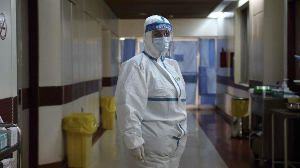 Κορωνοϊός: «Εκτόξευση» ενεργών κρουσμάτων στην Αττική – Γεμίζουν ξανά τα νοσοκομεία