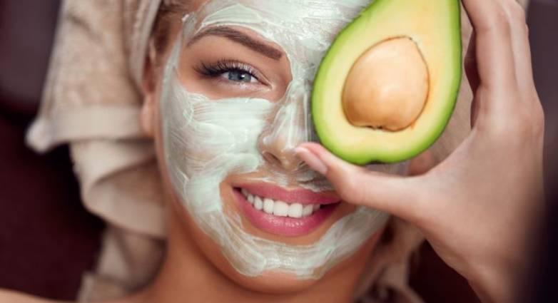Φυσική μάσκα αντιγήρανσης με μέλι και αβοκάντο