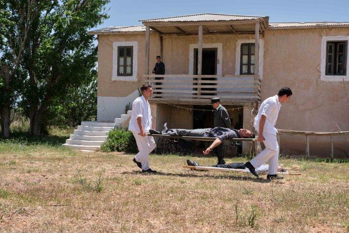 Άγριες Μέλισσες τρίτος κύκλος: Η Ελένη έγκυος και ο Αιμίλιος Χειλάκης στο σπίτι του Δούκα