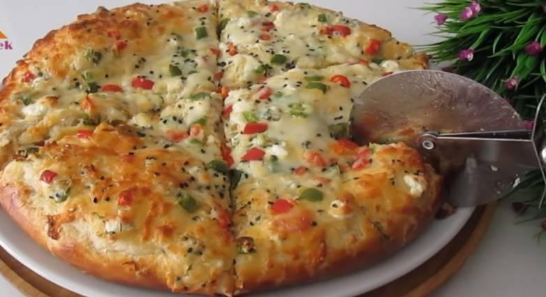 Εύκολη και γρήγορη πίτσα με τυριά