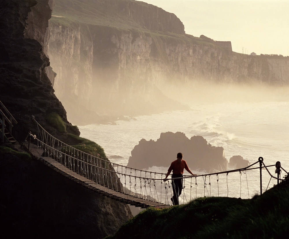 418155-1000-1452074284-1303740378_carrick-a-rede-rope-bridge1