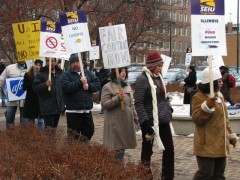 UIC workers contract fight continues; protesters picket line.