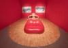 """Reconstrucción de la """"Sala Mae West"""", de Dalí, que el arquitecto Óscar Tusquets Blanca ha hecho para la exposición """"Duchamp, Magritte, Dalí: revolucionarios del siglo XX"""", en el Palacio de Gaviria, en Madrid. Foto: Jesús Varillas, cortesía de Arthemisia."""