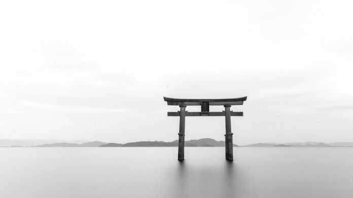 «Por una extraña e incomprensible vista de miras se ha dado primacía a lo occidental frente a lo oriental, soslayando la importancia de tres pensadores japoneses fundamentales: Nishida Kitaro, Tanabe Hajime y Nishitani Keiji, los representantes más relevantes de la Escuela de Kioto», escribe el filósofo Carlos Javier González serrano.
