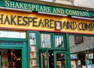 «Ser o no ser, esa es la cuestión» son las primeras palabras del famoso monólogo de Hamlet, príncipe de Dinamarca. La frase recoge la pregunta esencial de la experiencia humana. En la imagen, fachada de la librería Shakespeare and Company, en París (Francia). Foto de Sierra Maciorowski en Pixabay.