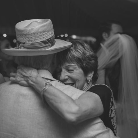 elderly couple dancing at the wedding