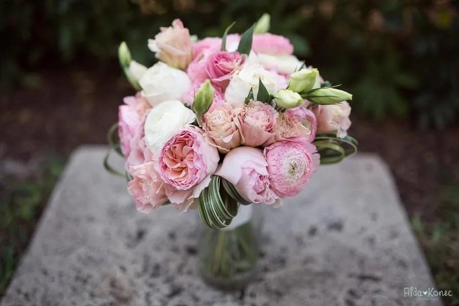 beautiful bridal bouquet for the beach wedding