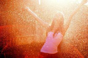 alone-girls-happy-rain-water-Favim_com-252088