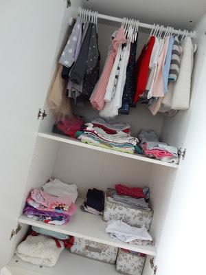 Klamotten Chaos im Kleiderschrank