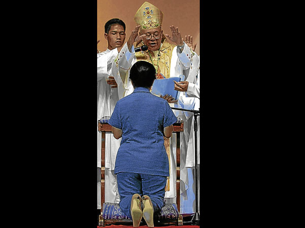 President Arroyo and Butuan Bishop Juan de Dios Pueblos (of the Diocese of Malacanang?)-photo from Inquirer.net