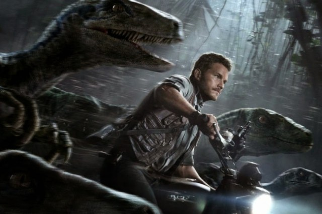 'JURASSIC WORLD' MOVIE REVIEW: Of terrible lizards and bumpy rides