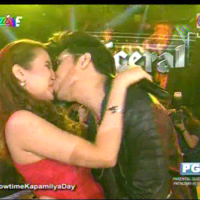 DESPERATE MOVE? Vice Ganda kisses Karylle during 'Showtime' anniversary show