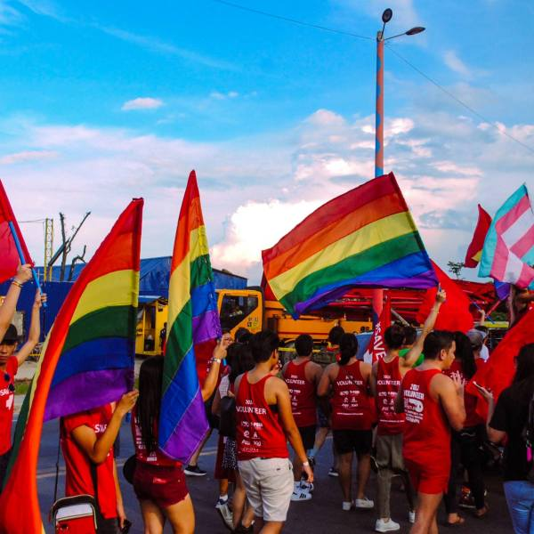 #HeterosexualPrideDay – 13 examples of straight privilege in daily life