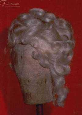 Parrucca bianca da donna con piume. Art. 700D