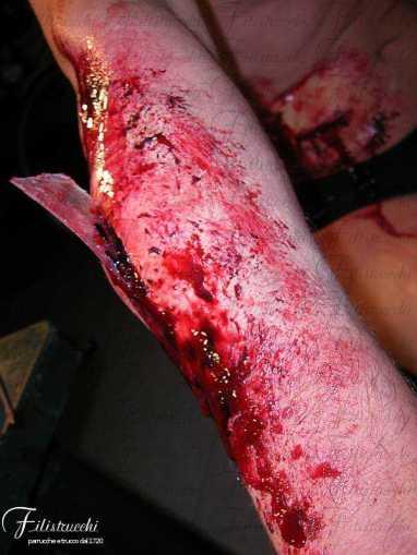 Immagine che rappresenta la simulazione di una ferita con vetro