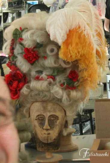 Parrucca stile Rococo' con rose art 740D rose