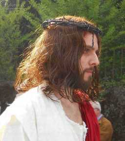 l'immagine rappresenta un trucco da Gesù Cristo