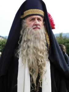 Baffi e barba lungai da Sacerdote