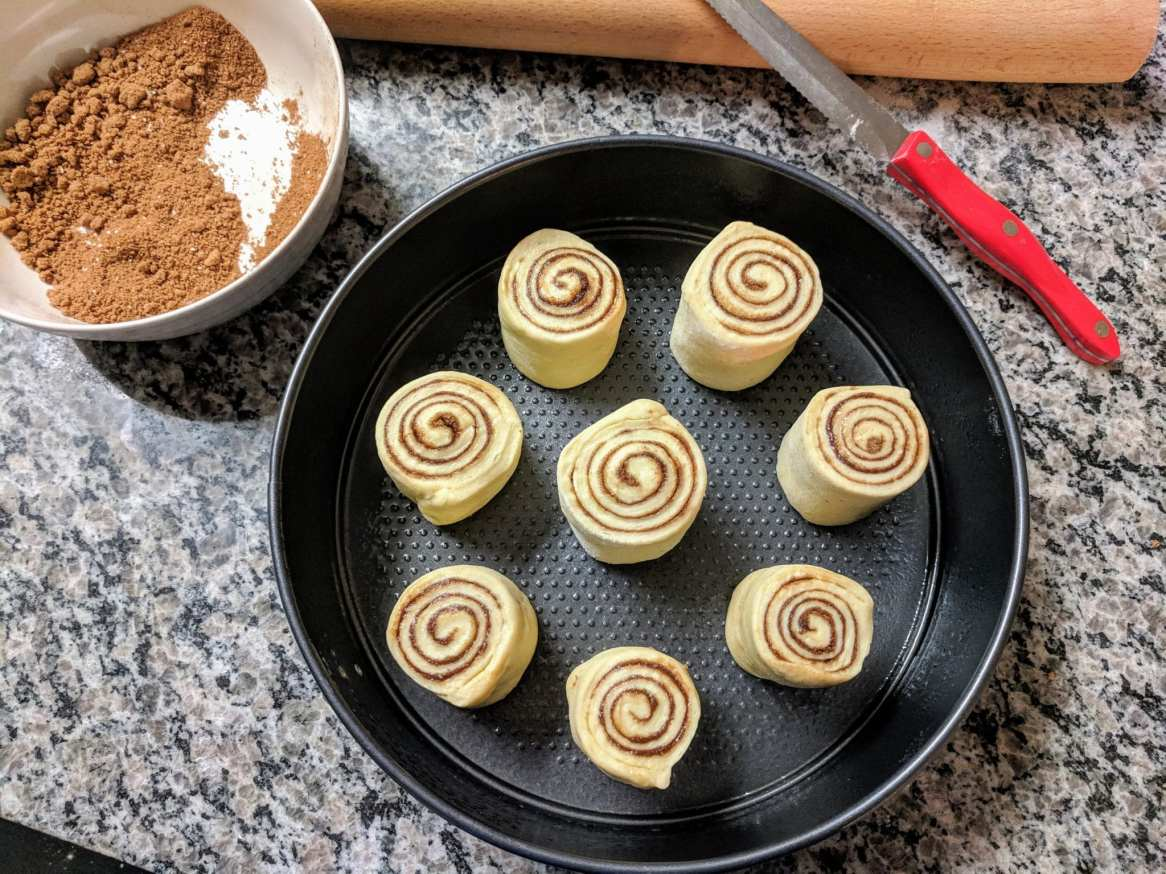 fluffy cinnamon roll pan