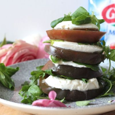 Tomate mozzarella et mâche! Cette salade low carb est délicieuse et parfaite après un week end riche en repas trop copieux.