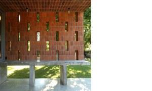 obra casa pilar ladrillos exterior