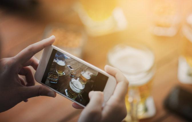 Vídeo con móviles planos cortos