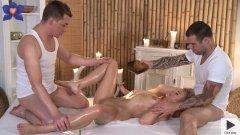 Massage Rooms Uma on Martin and Steve filme porno 2015 .