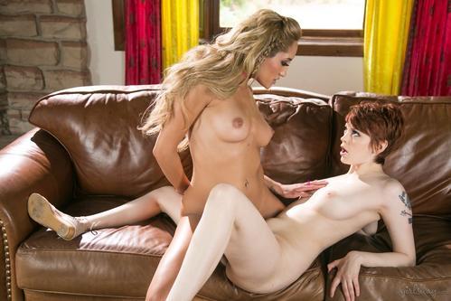 Filme porno cu lesbiene sexy cu sani mari naturali . 3