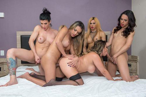 Brazilianca cu tate mari fututa de 5 femei cu pula mare HD . 12