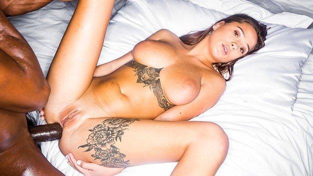 Sani perfecti Liya Silver interasial sex porno 2019 . 8