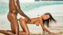 Sex pe plajă cu Liya Silver fututa de un negru cu pula mare 2019 HD .