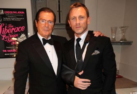 James Bond acteurs herdenken Sir Roger Moore