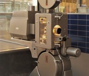 DP70 projector onthuld