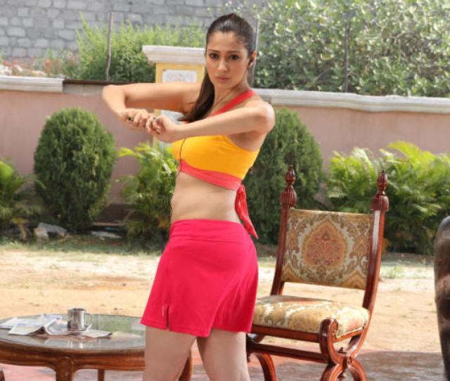 Raai Laxmi Shows Off Curvy Waist