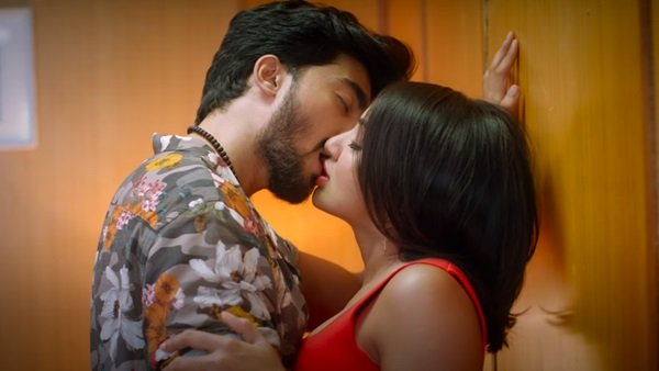 Tejaswi Madivada On Kissing Scenes In Commitment