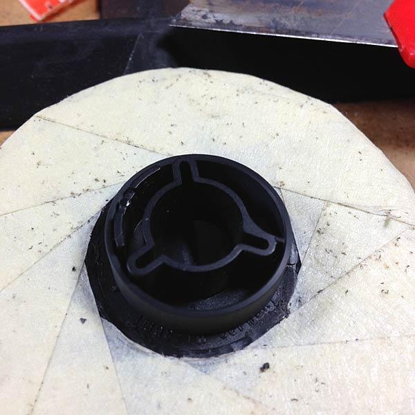 Hier der aufgesetzte Ring von WIttner, nachdem der Steg (rechts) auf die richtige Länge gebracht wurde