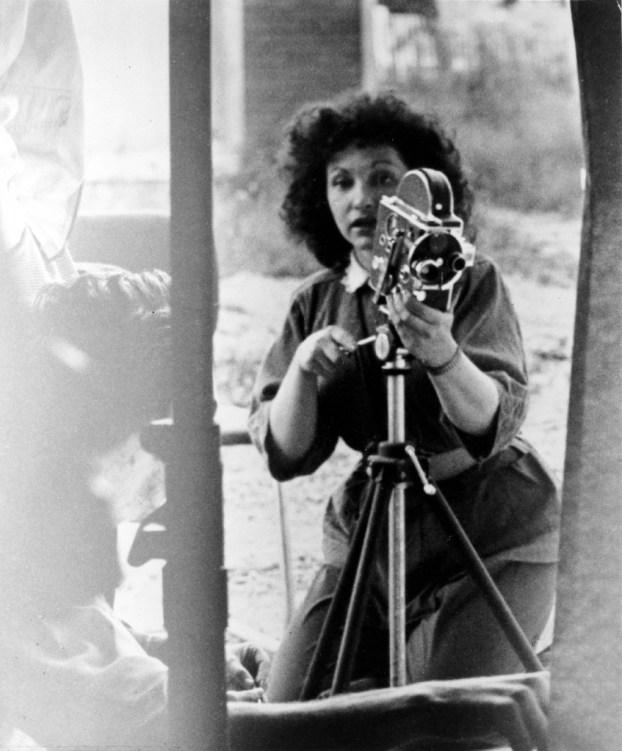 Maya Deren mit ihrer Bolex H16, um 1943