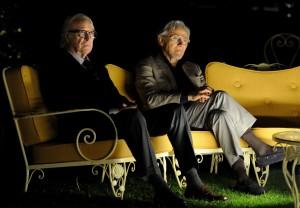Fred Ballinger ( Michael Caine) und Mick Boyle (Harvey Keitel) sind Zuschauer bei einer Abendveranstaltung im Hotel