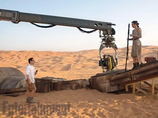 Star-Wars-The-Force-Awakens-J-J-Abrams-Daisy-Ridley-Filmloverss