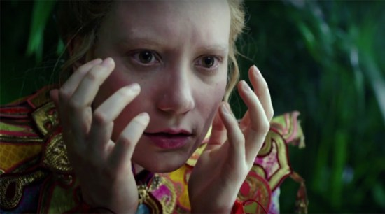 Alice-Through-the-Looking-Glass-fragman-filmloverss